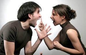 casal_brigando